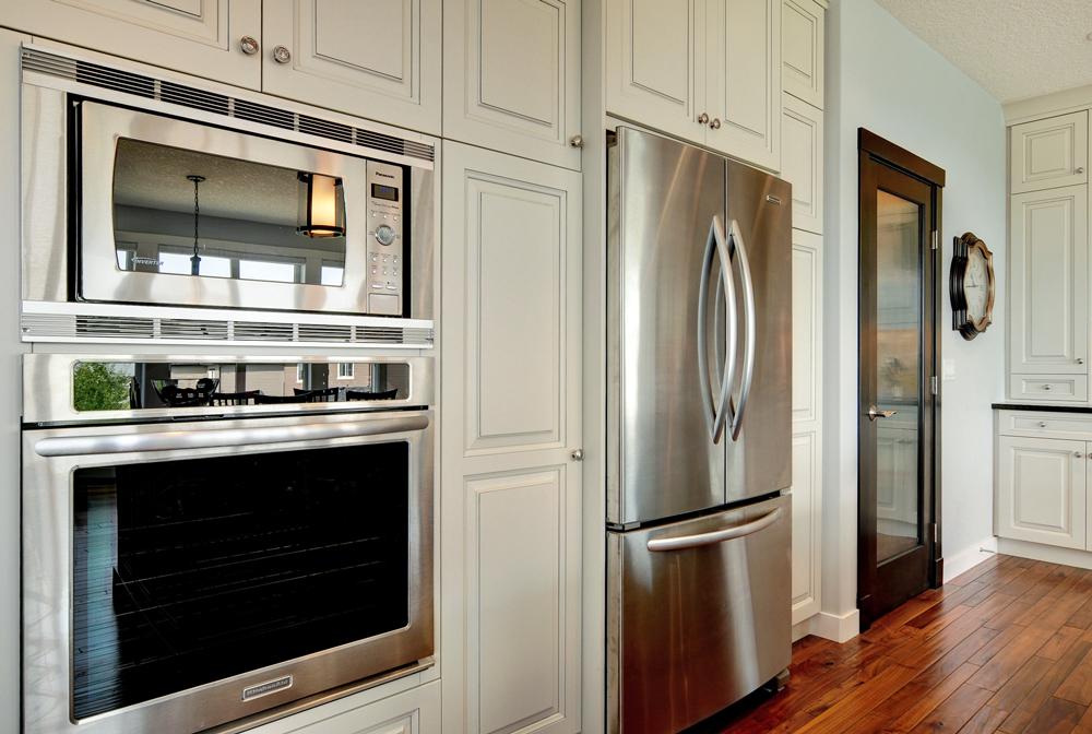 Custom kitchen cabinets bow valley kitchens calgary ab for Calgary kitchen cabinets